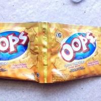 Snack Crispy Crackers Oops Orange Ayam Goreng 1 Renceng - 12 Pcs