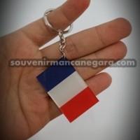 gantungan kunci bendera paris
