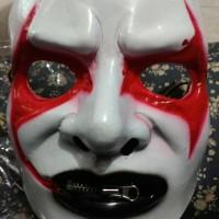 topeng joker merah resleting