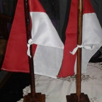 Jual bendera meja negara indonesia + tiang bendera kayu Murah