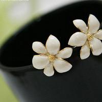 Dijual Anting Bunga Putih Import Korea Flower Earings - Fas036