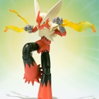 Action Figure PVC SHF Figuarts Mega Blaziken Pokemon