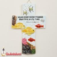 Patung Rohani Salib Gambar Ikan di Laut 14cm -He Has Made Every Things