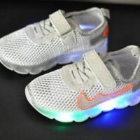 Sepatu Anak Lampu LED Nike jaring silver size 32-37
