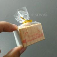 magnet kulkas miniatur roti breadtalk