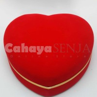 set Kotak Perhiasan Bludru Anting, Gelang, Kalung & Cincin Bentuk Love