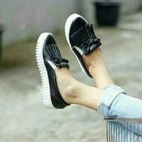 Jual Promo SEPATU SLIP ON WANITA KEKINIAN TASSEL YALE HITAM ( Sepatu Sandal Murah