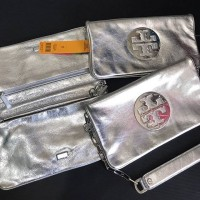 Tory Burch Reva Clutch Metallic Silver