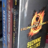 Jual SUZANNE COLLINS (the hunger games .catching fire .mocking jay) Murah