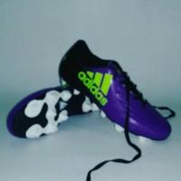 sepatu bola adidas ungu