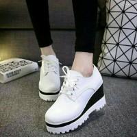 Sepatu Wanita Wedges Boots White