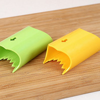 Jual Dapur Rumah Tangga 49 /   corn peeler alat serutan parutan pisau Murah