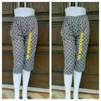 Jual L9399 celana pendek motif fit xl  celana santa KODE V9399 Murah