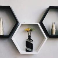 Jual Rak Kayu Dinding Monochrome (Hexagon) Murah