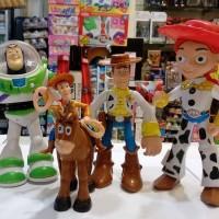 Mainan action figure Toy story Woody Jessie Buzzlightyear Kuda Set