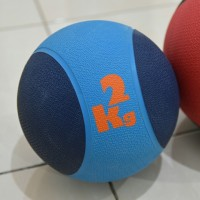 PREMIUM MEDICINE BALL 2kg / Bola Latihan Fitness Gym Basket Berat 2