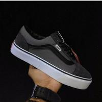 DISKON Vans OldSchool / sepatu vans murah / sneakers / kado untuk cowo