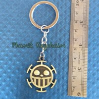 gantungan kunci one piece logo trafalgar law gold
