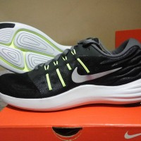 Sepatu Olahraga running Nike Lunarstelos Original