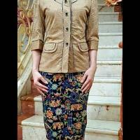 0_bf0d54e8-4fda-469d-b598-ecb6f17ae3d7_768_960 Inilah Harga Jas Batik Wanita Modern Terbaru minggu ini