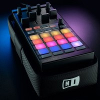 Native Instruments DJ Controller Traktor Kontrol F1-DJ Remix Decks