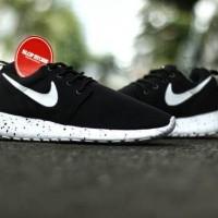 Sepatu Running Nike Roshe Run Hitam Putih Oreo
