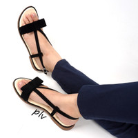 Jual BEST SELLER Sandal Flat Wanita Pita Suede Ankle-Strap MD06 Hitam Murah