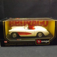 Burago 1:24 1957 Chevrolet Corvette Classic American Muscle Sports car