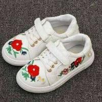 white flower shoes / sepatu anak import