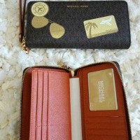 MK travel wallet ilustration fly away