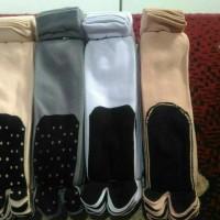 kaos kaki jempol polos tapak hitam