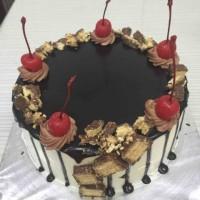 Kue tart siram / kue tart murah / kue ulang tahun / black forest /
