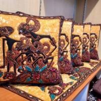 sarung bantal kursi pandawa lima    batik tulis