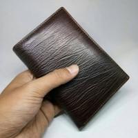 dompet kulit pria kulit sapi asli tekstur serat kayu coklat tua