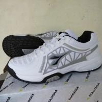 Tennis Shoes. Sepatu tenis. DIADORA ADVANTAGE White