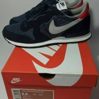 nike internationalist navt red grey sneakers casual running bnib