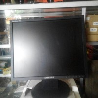 LCD Monitor Samsung 17 inch SyncMaster 740N Kotak