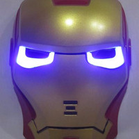 Jual maiinan anak berkualiitas Topeng Iron Man Merah Lampu Murah