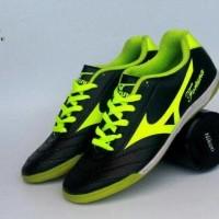 Free Bonus !!! Sepatu Futsal Mizuno Fortuna Men - Black Yellow
