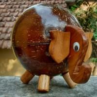 Celengan tempurung kelapa karakter Gajah