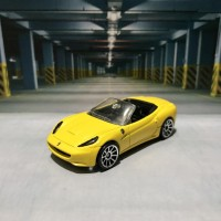 Hot Wheels Ferrari California Yellow Gift Pack Exclusive