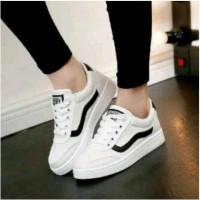 sepatu kets casual wanita / Sepatu Casual Warna Putih CFS