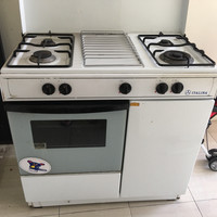 Kompor gas 4 tungku berikut oven bekas merk ITALINA