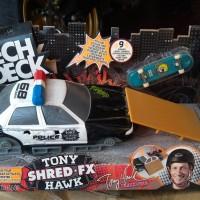 Tech Deck mini skateboard Tony Hawk Shred FX Ramp diorama