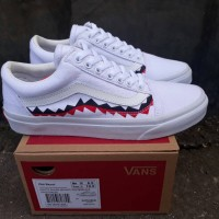 Sepatu Sneakers Kets Cowok Murah Vans Old Skool White Shark Mount DT