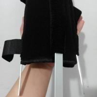 Sarung Tangan Keselo Patah Tulang Kecil S 14-15.5cm Plat Besi - Murah