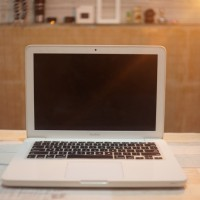 Macbook White Unibody 2010 upgraded Fullset ex Indo