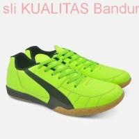 Harga sepatu futsal pria bahan kulit kuat sudah di sol putsal olahraga | Pembandingharga.com