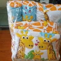 1 set gift parcel (bantal,guling,selimut,tas)