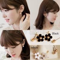 Anting Import Korea Simple Bentuk Bunga Daisy Hitam Putih (E2930)